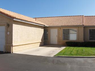 desert villas apartments driveway