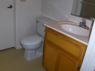 desert winds apartments bathroom